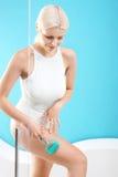 Behandlung der häuslichen Pflege, Massage Lizenzfreies Stockbild