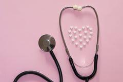 Behandlung der Herzkrankheit lizenzfreie stockbilder