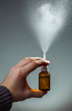 Behandlungskälten über ein Nasenspray Lizenzfreie Stockfotografie