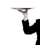 Behandschuhte Hand eines Butlers, die ein silbernes Tellersegment anhält Lizenzfreies Stockbild