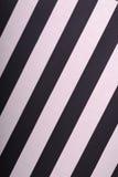 Behang met zwarte en roze hellende lijnen Stock Afbeelding