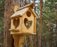 Behelfsmäßige Häuser für die Vögel im Park Lizenzfreie Stockfotos