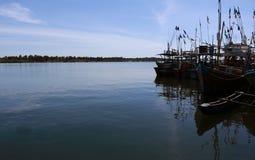 Beherbergten Fischerboote in Sri Lanka lizenzfreies stockfoto