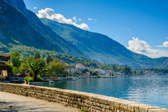 Beherbergten Sie an Bucht Boka Kotor (Boka Kotorska), Montenegro, Europa Lizenzfreie Stockbilder