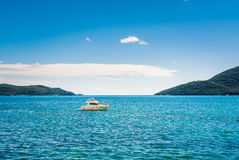 Beherbergten Sie an Bucht Boka Kotor (Boka Kotorska), Montenegro, Europa Stockbild