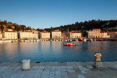 Beherbergten Sie in Piran bei Sonnenuntergang, Slowenien, Europa lizenzfreie stockbilder