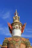 Behide jätte- staty på templet av smaragden buddha Royaltyfri Fotografi