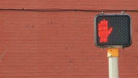 behin кирпичной стены crosswalk красное видеоматериал