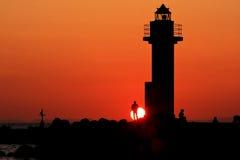 behind lighthouse sunset 库存照片