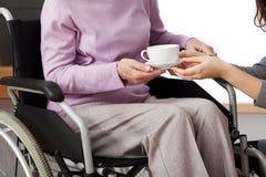Behinderte helfen Stockfotografie