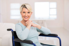 Behinderte Mitte gealterte Frau Stockfotografie