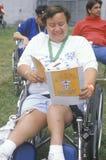 Behinderter Athlet, der an der Ziellinie, spezielle Olympics, UCLA, CA zujubelt Lizenzfreie Stockfotografie