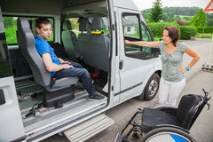 Behinderter Junge lizenzfreie stockfotografie