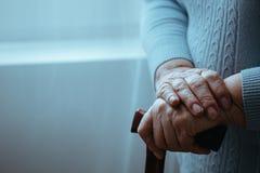 Behinderter mit Spazierstock Lizenzfreies Stockfoto