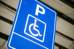 Behindertes Abstellplatz-Zeichen Stockfoto