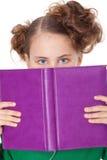 behing девушка книги раскрывает щель Стоковое фото RF