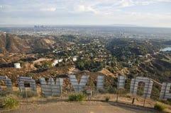 Behing das Hollywood-Zeichen Lizenzfreie Stockfotos