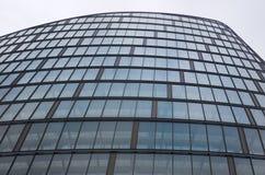 Behulpzaam hoofdkantoor op witte achtergrond, de Stadsce van Manchester stock fotografie