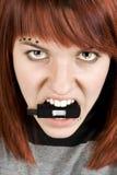 Beißender Speichersteuerknüppel des Fire-eyed Mädchens Lizenzfreies Stockfoto
