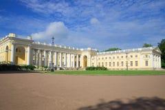 Bei Alexander Palace sonniger Tag Tsarskoye Selo, St Petersburg, Russland lizenzfreies stockbild