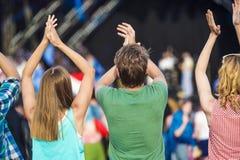 Bei anni dell'adolescenza al festival di estate Fotografie Stock