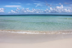 Bei blu ed oceano e cielo del turchese fotografie stock