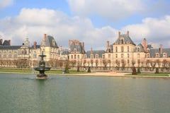 Bei castello e giardino a Fontainebleau fotografie stock libere da diritti