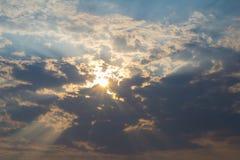 Bei cielo nuvoloso e fondo Immagini Stock Libere da Diritti