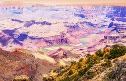 Bei colori nel parco nazionale di Grand Canyon visto dal deserto Immagini Stock