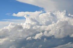 Bei condizionatori delle nuvole del fondo Immagini Stock Libere da Diritti