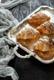 Bei croissant su un vassoio Fotografia Stock Libera da Diritti