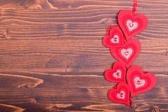 Bei cuori del biglietto di S. Valentino sul bordo con spazio per testo Immagine Stock Libera da Diritti