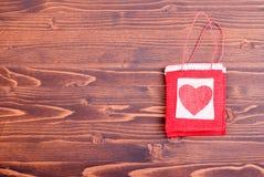Bei cuori del biglietto di S. Valentino sul bordo con spazio per testo Fotografie Stock Libere da Diritti