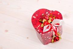 Bei cuori del biglietto di S. Valentino sul bordo con spazio per testo Fotografia Stock Libera da Diritti