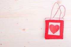Bei cuori del biglietto di S. Valentino sul bordo con spazio per testo Fotografia Stock
