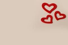 Bei cuori rossi di legno d'annata di amore per le nozze o i biglietti di S. Valentino Fotografia Stock Libera da Diritti