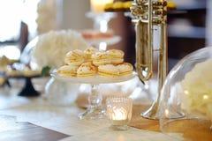 Bei dessert, dolci e tavola della caramella Immagini Stock Libere da Diritti