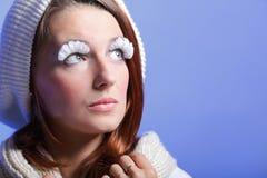 Bei eye-lashes di bianco della giovane donna di inverno Fotografie Stock Libere da Diritti