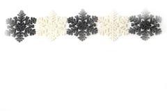 Bei fiocchi di neve scintillanti di natale di inverno di grey d'argento Immagini Stock