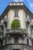 Bei fiori su un balcone Fotografie Stock Libere da Diritti