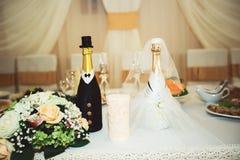 Bei fiori sulla tavola nel giorno delle nozze Immagine Stock Libera da Diritti