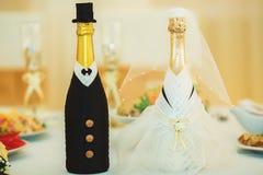 Bei fiori sulla tavola nel giorno delle nozze Fotografia Stock