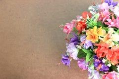 Bei fiori sullo spazio di legno della copia e del fondo Fotografia Stock Libera da Diritti