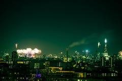 Bei fuochi d'artificio sopra Londra Nuovi anni di EVE, vista dalla collina del punto di Greenwich Fotografia Stock