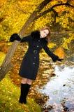 bei giovani della donna della sosta di autunno Fotografia Stock Libera da Diritti