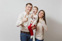 Bei giovani europei su un fondo bianco Emozioni, concetto 'nucleo familiare' fotografia stock