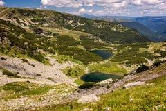 Bei laghi glaciali nelle alte montagne carpatiche della Romania Immagini Stock