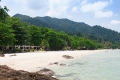 Bei mare e cielo blu in mare il mare delle Andamane, Tailandia Fotografia Stock