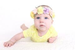 Bei 3 mesi di neonata in corona dei fiori Fotografia Stock Libera da Diritti