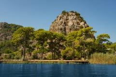 Bei montagna e paesaggio del fiume in Turchia Fotografie Stock